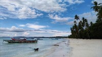 Pasir putih dan halus di Pantai Pasir Panjang