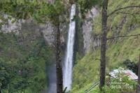 Air Terjun Sipiso-piso merupakan salah satu air terjun tertinggi di Indonesia, dengan ketinggian sekitar 120 meter. Terletak di Desa Tongging, Sumatra Utara.