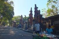 Sisi Kanan tempat pedagang kakilima Lapangan Puputan Badung