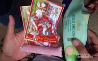Tiket masuk dan tiket permainan yang bisa ditukar dengan cendra mata dan juga ice cream atau yogurt