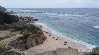 Pantai Melasti dinamakan demikian karena sering dipakai untuk upacara adat warga setempat yang bernama melasti
