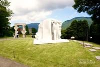 Karya modern and contemporary ary yang tersebar diseluruh hamparan pegunungan.