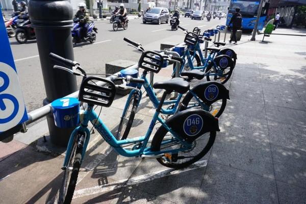Sepeda jenis city Bike disediakan oleh Pemerintah Kota Bandung, merupakan kerjasama dengan Banopolis.