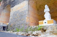 Salah satu patung Panca Pandawa yang terselip dan ter ukir indah diantara tingginya tebing - tebing
