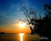 Sunset di Tanjung Pendam Beach - Belitung