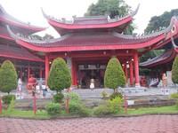 Klenteng Juru Mudi dan terdapat makam yang diyakini sebagai makam juru mudi Laksamana Cheng Ho