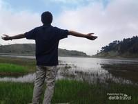 Menikmati pemandangan Telaga Dringo