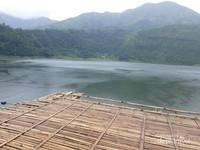 Telaga Menjer ini mempunyai air yang jernih di bawah kaki gunung Pakuwaja dan berudara sejuk.