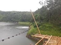 Selain sebagai tempat wisata, Telaga Menjer ini difungsikan juga sebagai tenaga penggerak PLTA Gerung.