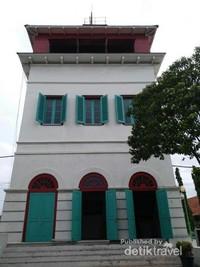 Tiket Menara Syahbandar masuk dalam tiket Museum Bahari. Jadi tidak perlu membayar lagi