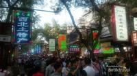 Suasana Muslim Quarter yang dipadati pengunjung