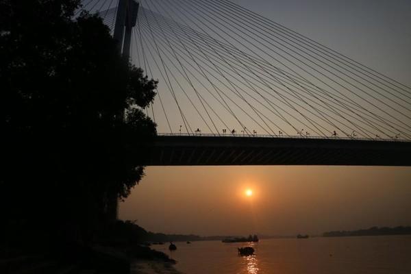 Tim Dream Destination #BikinJadiNyata kerja sama antara detikTravel dan Air Asia, tidak mungkin melewatkan kesempatan untuk menyaksikan cantiknya sunset di Kolkata