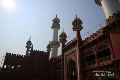 Indahnya Masjid Terbesar di Kolkata