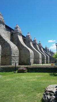 Sentuhan Jawa (dari candi Borobudur) tergambar dari dinding gereja ini
