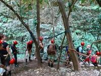 Mengantri saat akan naik kembali ke atas gua jomblang
