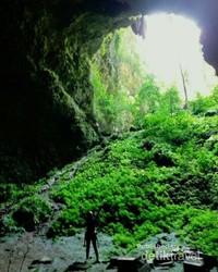 Sebelum sampai di gua grubug kita harus berjalan sekitar 300 meter