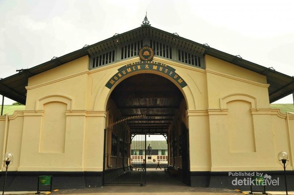 Pintu Gerbang Museum PETA Bogor