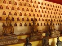 Wat Sisaket memiliki koleksi ribuan patung Buddha