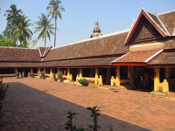 Arsitektur Wat Sisaket merupakan perpaduan budaya Laos dan Thailand