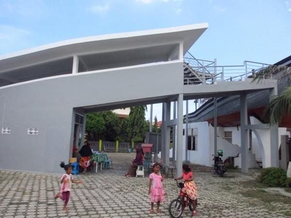 Lokasi ini terletak di tengah pemukiman warga