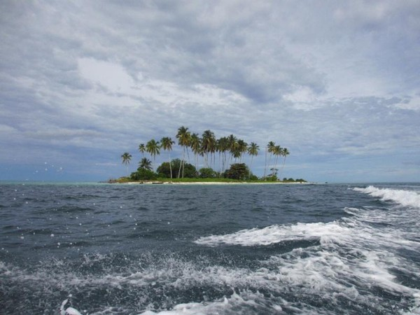 Pulau Manimbora dilihat dari kejauhan