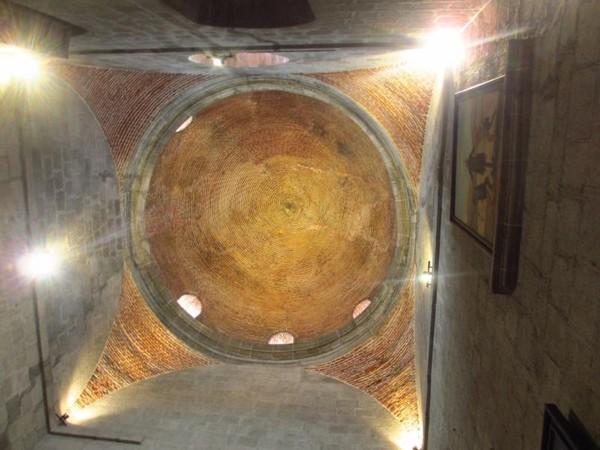 St Augustine memiliki interior yang indah, tidak terkecuali langit-langitnya