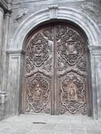 Pintu masuk besar Gereja Santo Agustinus