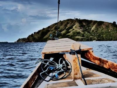 Mengejar Senja Dramatis di Pulau Kalong