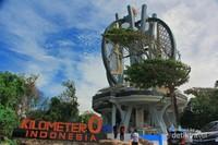 Tugu Nol Kilometer Indonesia adalah destinasi yang wajib traveler kunjungi jika ke Sabang. Setelah dari sini, jangan lupa membuat sertifikat Kilometer Nol Indonesia sebagai tanda kalian telah ke sana ya.