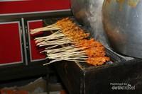 Tidak lengkap jika berwisata ke suatu tempat tanpa menikmati kulinernya. Salah satu kuliner yang populer di Sabang adalah Sate Gurita. Recommended banget!