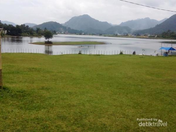Tarusan Kamang (April 2016). Hamparan danau luas.