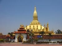 Pha That Luang merupakan monumen nasional penting Laos