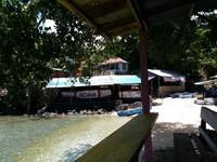 Warung-warung di tepi Pantai Sulamadaha tempat sewa alat snorkling dan menjual mie instan