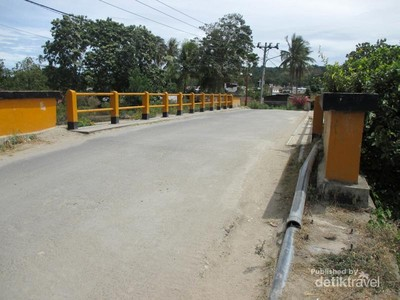 Melihat Jembatan Tano Ponggol di Samosir