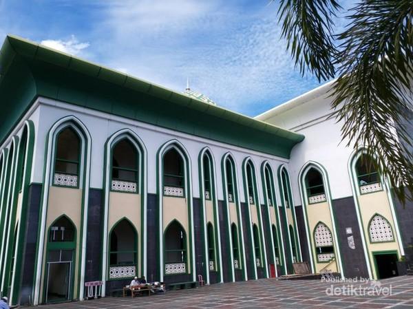 Masjid Al-Munawwaroh merupakan salah satu landmark kota Ternate