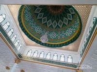 Interior kubah masjid yang cantik didominasi warna hijau