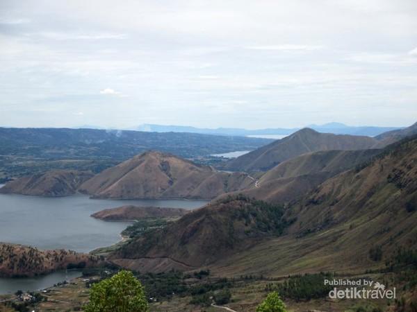 Danau Toba dari Menara Pandang Tele