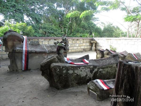 Komplek Kuburan Tua Raja Sidabutar
