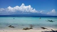 Pasir pantainya yang putih dan birunya laut yang jernih membuat siapapun akan jatuh cinta dengan pantai ini