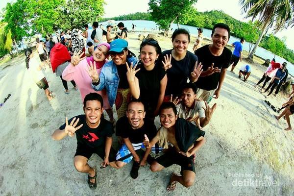 Liburan Menyenangkan di Pulau Seribu bersama orang-orang tercinta