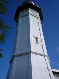 Mercusuar dengan lapisan perunggu di atasnya memiliki tinggi 20 meter
