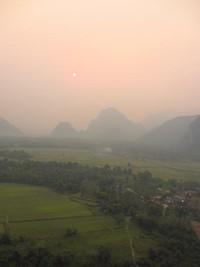Menjelang sunset adalah saat yang pas untuk naik balon udara