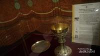 Piala dan patena pemberian Paus Yohanes Paulus II