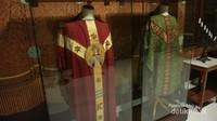 Kasula Pontifikal yang dikenakan oleh uskup saat memimpin misa