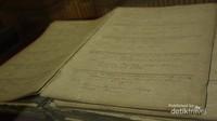 Buku baptis yang mencantumkan nama orang yang dibaptis pertama kali di Katedral
