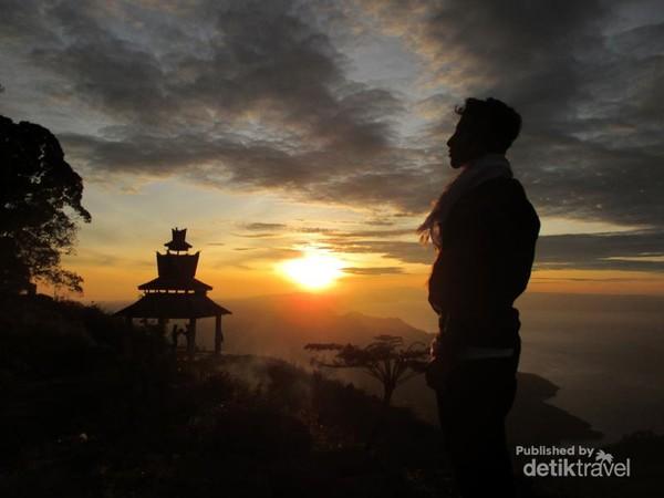 Siluet pagi di Gunung Sipiso-Piso