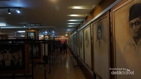 Museum berisi bermacam koleksi foto, lukisan, buku dan sejarah kehidupan Bung Karno