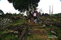 Bagian teras awal yang dapat ditemui kala pertama singgah di bagian puncak Gunung Padang
