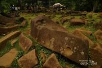 Bentuk Kolom bebatuan yang mengisi situs Gunung Padang