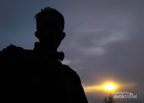 Belatarblakang sunrise